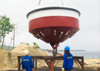 http://www.oceaneeringcontractors.com/wp-content/uploads/2016/12/For-deployment-Mooring-Buoy-1.png
